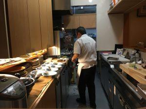 厨房を一人でこなす沖田さん